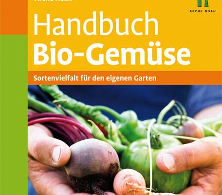 Das Handbuch Bio-Gemüse enthält neben sehr konkreten Tipps und Anleitungen für den Anbau von Gemüse im Garten auch Hinweise für den Anbau auf dem Acker und auf dem Balkon