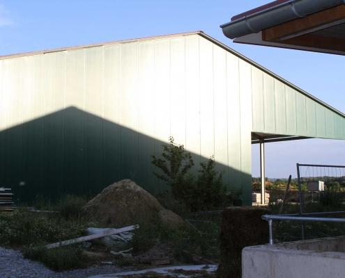 Ab September sollen die ersten Ferkel in ihren neuen Stall neben dem Sauenstall einziehen