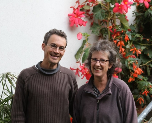 Therese und Christian Gamp wirtschaften seit vielen Jahren gemeinsam und vermarkten möglichst viele der eigenen Produkte direkt über ihren Hofladen.